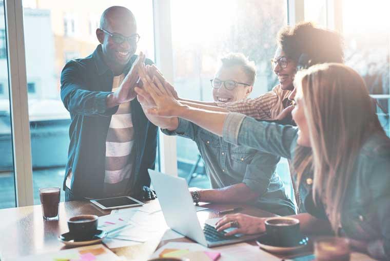Mitarbeitermotivation: 25 Tipps und Beispiele, die effektiv wirken